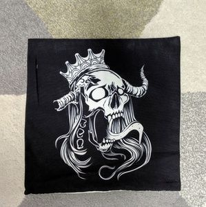 """Skull w/ Crown Pillow Cover 17"""" x 17"""" New"""